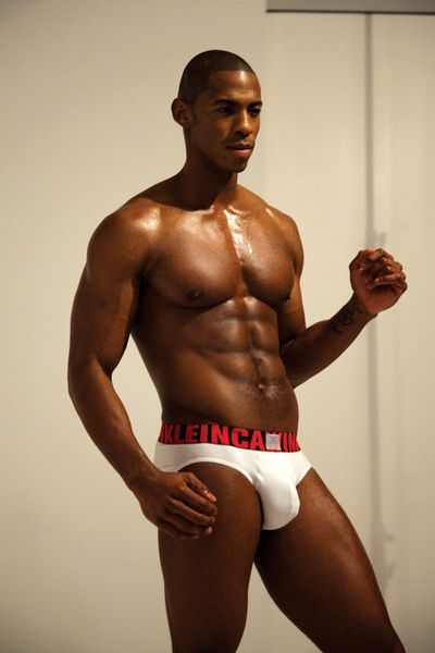 2010_02_08_brooks_calvinklein_bulge