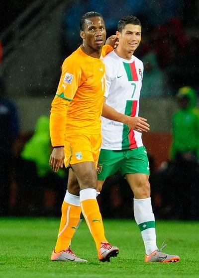 2010_06_15_Drogba_Ronaldo-4