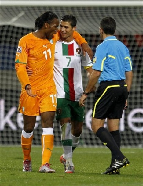 2010_06_15_Drogba_Ronaldo-6