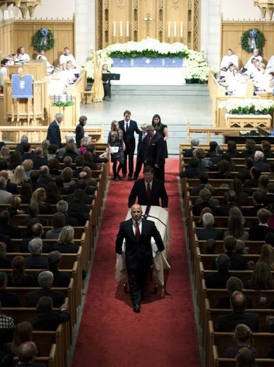 2010_12_11_edwards_funeral