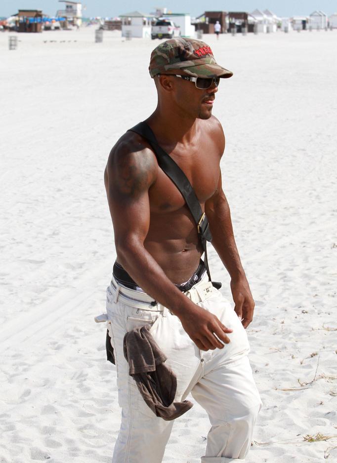 Shemar-moore-shirtless-miami 18