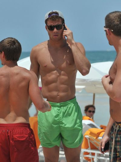 2011_07_20_blake_griffin_shirtless2