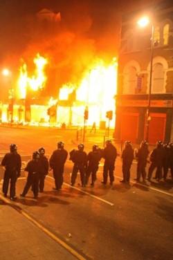 2011_08_07_london riots3