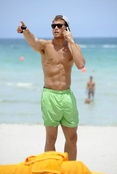2011_07_20_blake_griffin_shirtless3