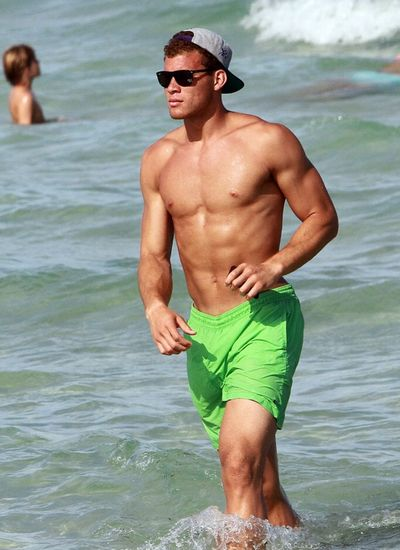 2011_07_20_blake_griffin_shirtless9