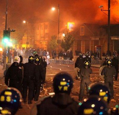 2011_08_07_london riots4