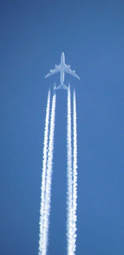 2011_10_19_747_Exhaust