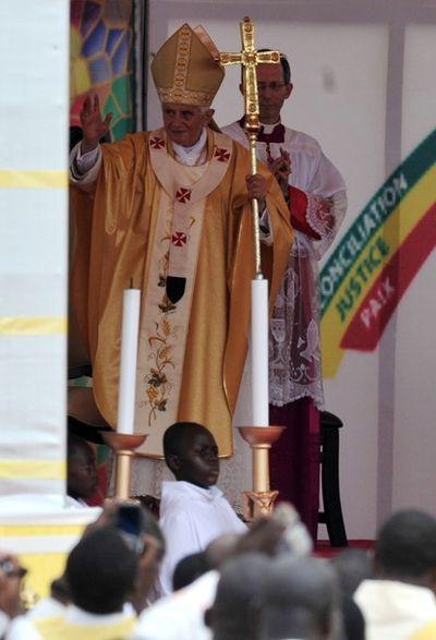 2011_11_23_POPE_BENIN