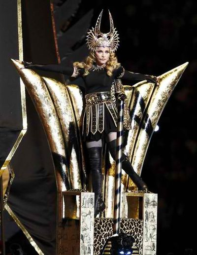 2012_02_06_Madonna_Super_Bowl-4