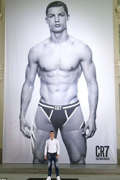 2013_11_02_Cristiano Ronaldo Underwear-004