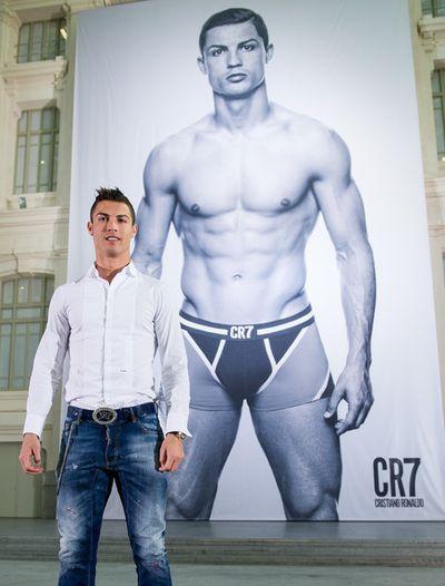 2013_11_02_Cristiano Ronaldo Underwear-003